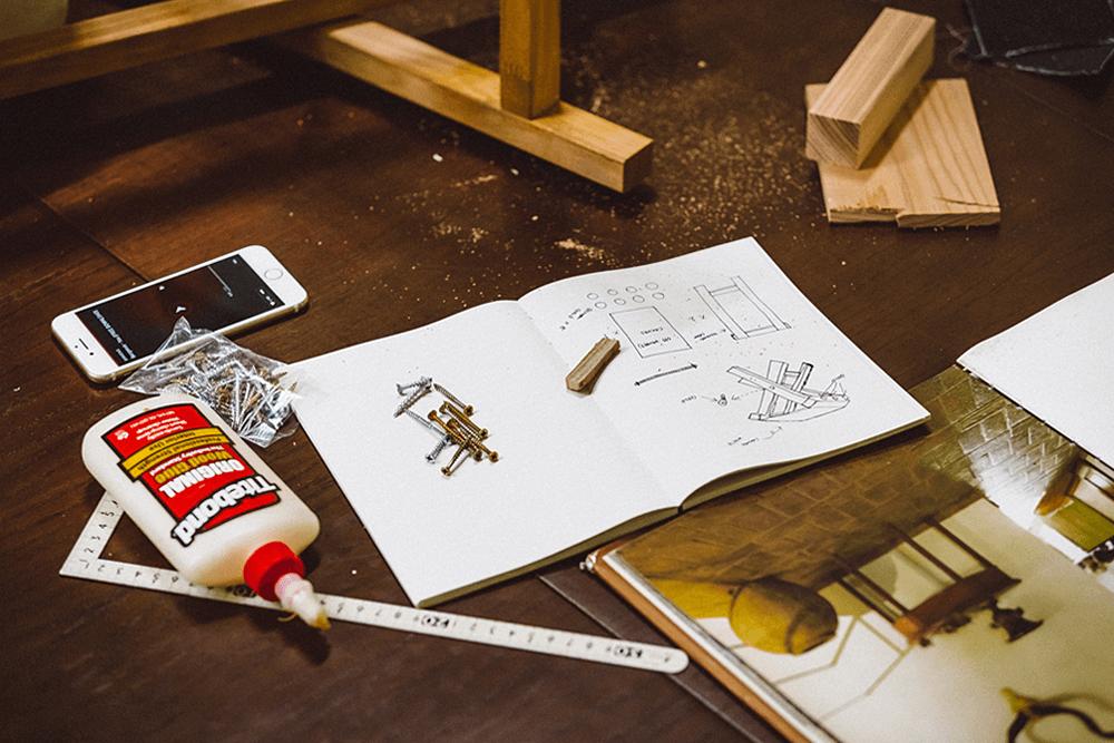 図面や工具、参考DIY動画などの写真