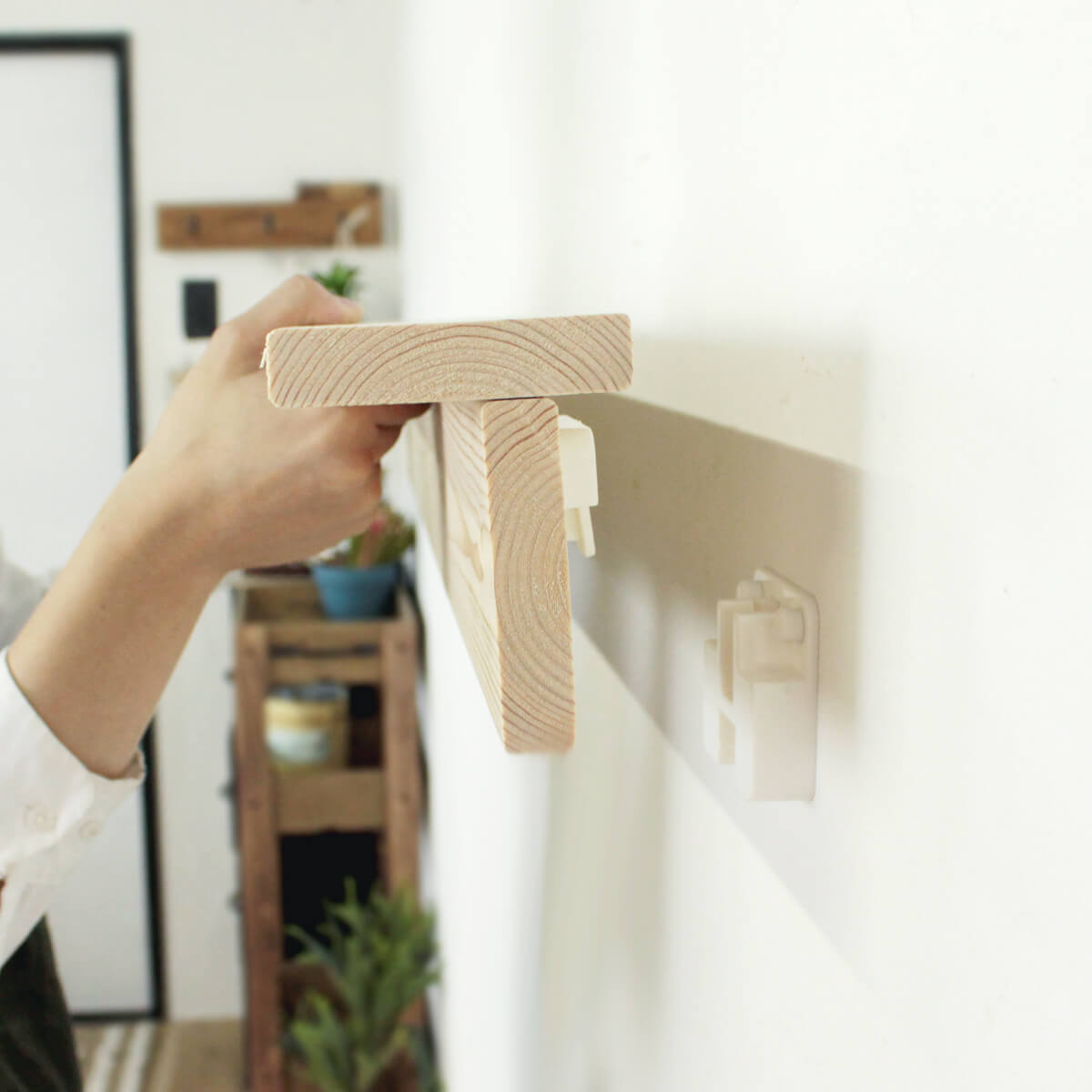 賃貸OK壁につけられる飾り棚