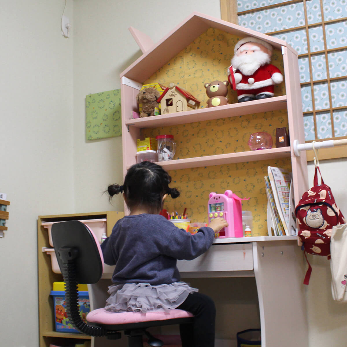 学習机にぴったりのおうち型シェルフ