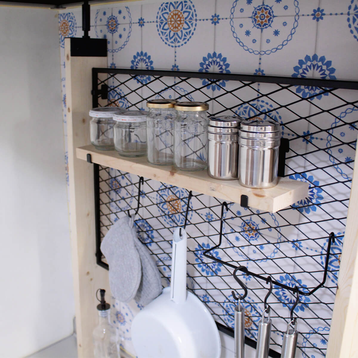 デッドスペースを有効活用した機能的なキッチン